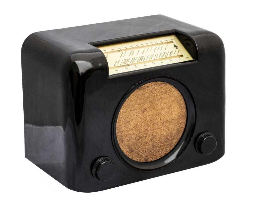 Bush DAC90 radio from 1946 - photo by Jack Weber copyright Medium Wave Circle