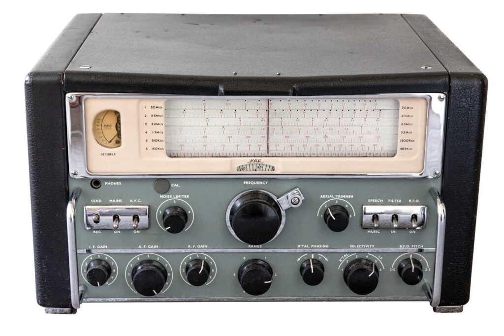 GEC BRT400D receiver from early 1950s - photo by Jack Weberr copyright Medium Wave Circle