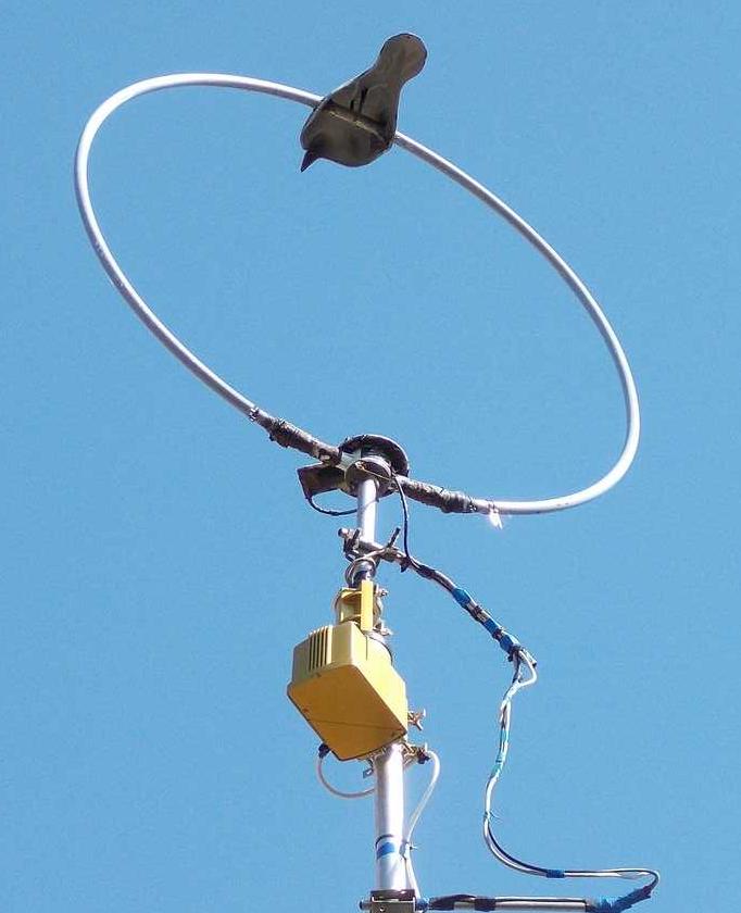 Wellbrook broadband aerial mounted on rotator - photo by Roger Bunney